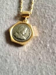 Corrente com medalha
