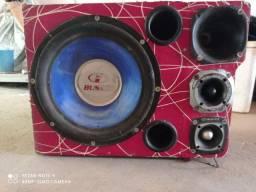 Vendo uma caixa som com alto falante