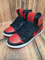 Título do anúncio: Basqueteira Nike Air Jordan Preto/Vermelho