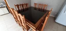 Mesa quadrada de madeira com vidro