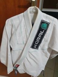 Título do anúncio: Kimono Original Koral slim fit, tamanho F2. Branco e verde. Excelente estado.