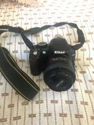 Nikon D3100 com lente 35mm e Flash Yongnuo