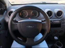 Título do anúncio: VENDO Fiesta Sedan 2005