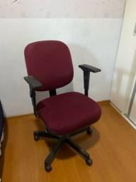 Cadeiras de escritório giratória.