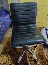 Título do anúncio: Cadeira giratória  executiva couro