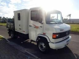 MB 710 2011 cabine suplementar 8 lugares e carroceria de madeira