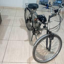 Bicicleta com motor 8cc / 2 tempos à gasolina. Motor novíssimo!!