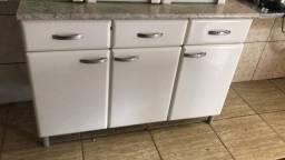 Vendo ou troco armários de cozinha e mesa de madeira 6 lugares