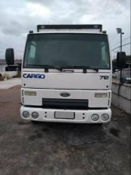 Ford Cargo 712 com baú - 2011