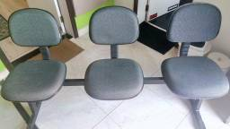 Cadeira estofada de espera