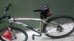 Bicicleta GTmax CXR Aro 29, completa com lanterna e Transbike seminovos