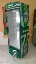 Expositores de cerveja e geladeiras