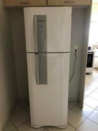Geladeira com Freezer Eletrolux - Grande!