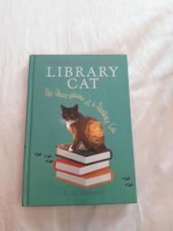 "Livro ""Library Cat"""