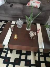 Mesa de centro de madeira com espelho