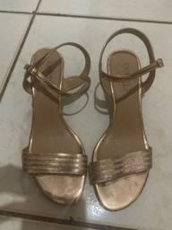 Sandália dourada/rosê