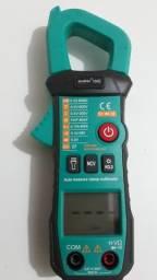 Amperímetro com capacímetro e detector de tensão