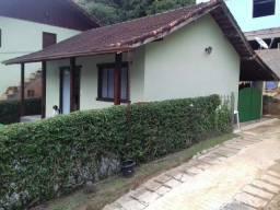 vendo linda e ampla casa no centro de Lumiar com quintal e garagem