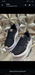Título do anúncio: Adidas preto /branco Confort