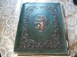 Livros elaborados por Monges no ano de 1950  capa de couro.