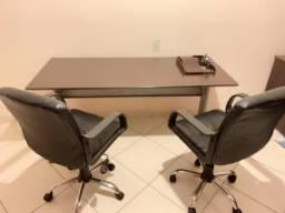 Mesa reunião e armário