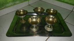 Copos e taças de bronze