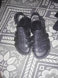 Vendo essas sandálias em boas condições infantil