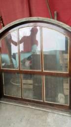 Vendo janela de madeira