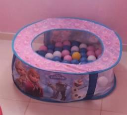 Troco pelo bebê conforto essa piscina de bolinha da frozen