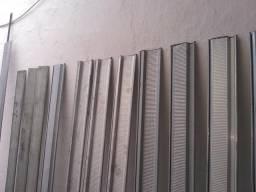 8 Folha de porta de isteira e 3 barra mede 1 metro e 92 cm