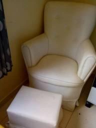 Cadeira de amamentar com puf