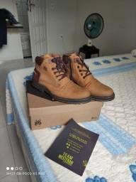 Vende-se bota/coturno WestFran  de couro Bizon
