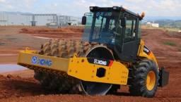 Título do anúncio: Aliguel rolo compactador 13 toneladas equipamento está em MInas Gerais