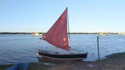 Pequeno veleiro / bote artesanal novo, duas pessoas