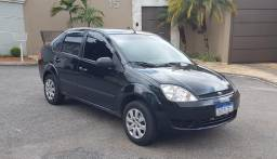 Título do anúncio: Fiesta Sedan 2006 1.0 8v
