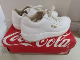 Tênis branco Coca-Cola