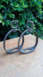 Estribos em ferro, artesanal  feito sob encomenda,  peça única.