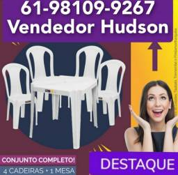 Título do anúncio: Jogo de Mesa com Cadeiras de Plástico Bistrô Nova