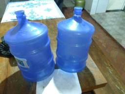 Par de galões de água mineral (dois pelo preço de um!)