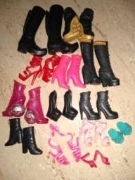 13 pares de sapatos originais pra boneca