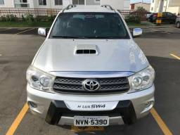 Toyota Hilux SW4, 7 lugares - 2011