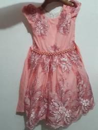 Vendo vestido de festa infantil pra crianças de 5 anos e um adulto medio