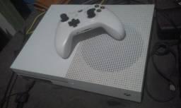 Xbox One S Branco / 1 , 599 reais