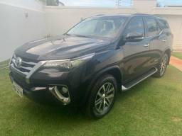 Toyota Hilux SW4 17/17 - 7 Lugares