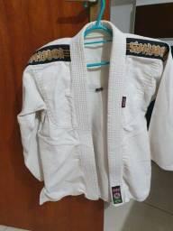 Título do anúncio: Kimono Shiroi infantil branco, tamanho M3, excelente estado.