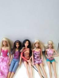 Título do anúncio: Barbie semi novas