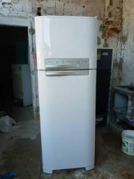 Título do anúncio: Vendo essa geladeira Electrolux DF50