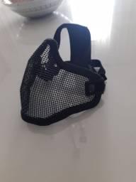 Máscara telada e óculos de proteção