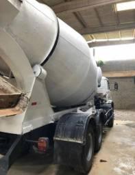Caminhão betoneira 8m VW