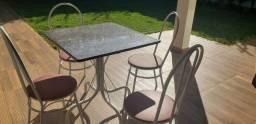 Mesa tubular com tampa de pedra granito e quatro cadeiras - Mesa Usada